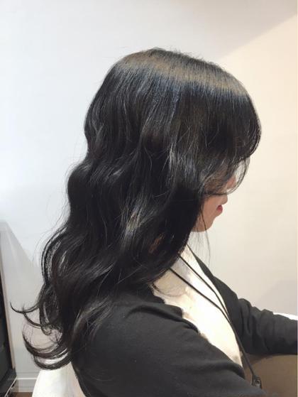 シアーブラック。ハイトーンからのトーンダウンで透け感たっぷりです。ムギョルパーマ風でオルチャンっぽく…… good day hair所属・キムラヨウコのスタイル