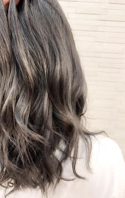 ブリーチ毛にさらにハイライトしてシルバーホワイトアッシュをオン✨ stir maison所属・カラーリストSAYAKAのスタイル