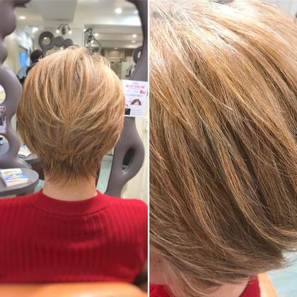 その他 カラー ショート 白髪が70%を超えてくる場合、ブリーチして明るくしてしまった方がボリュームも出て、表情も明るくなり、個性も出て、白髪が気にならなくなります。 黒く白髪染めする方が、伸びた時の白髪が目立ちやすいので思い切って明るくしてみましょう!! ご年配の方程おススメです!!