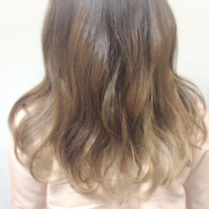 おすすめカラー♪ グレージュ! 今年の春夏はグレーが旬。 hair&make mandrill所属・古内明日香のスタイル