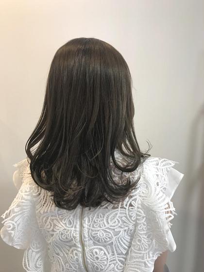 カラー ❤️夏色❤️  アッシュグレージュ⭐⭐⭐⭐  レイヤースタイルの軽めロング☺️  カラーで艶感と柔らかさが出ました☝️  髪質をふんわり見せたい方にもオススメ👍✨