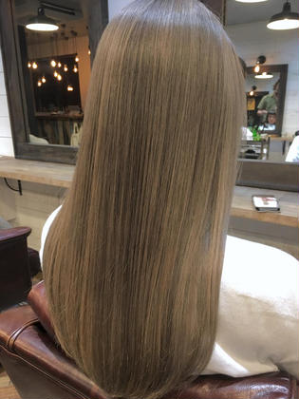 カラー ロング  【 ハイトーン × プラチナブロンドカラー 】  ブリーチ履歴のある髪に 淡くいれた プラチナカラー は色が抜けるたびに綺麗な変化を楽しめますよ ♪