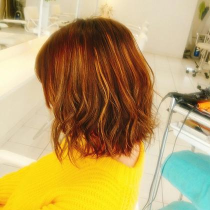 ハイライトを活かしたゆる巻きに♪ 波巻きとツイスト巻きのミックスです(^^) Hair Lounge GAGA所属・GAGA耕太郎のスタイル