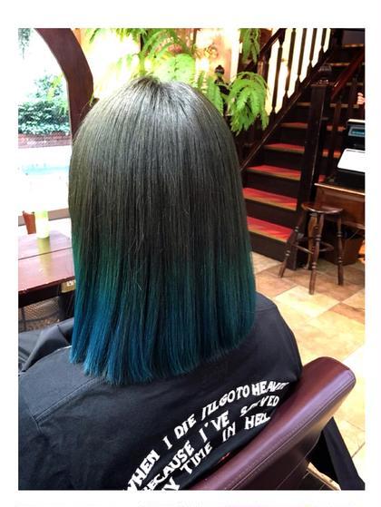 カーキからブルーのグラデーション。 ブリーチしてるからこそのきれいな色です。 ブリーチの後はノーダメージのロコルなので発色と手触りばっちり!! HAREKE 33 STREET所属・清水美里のスタイル