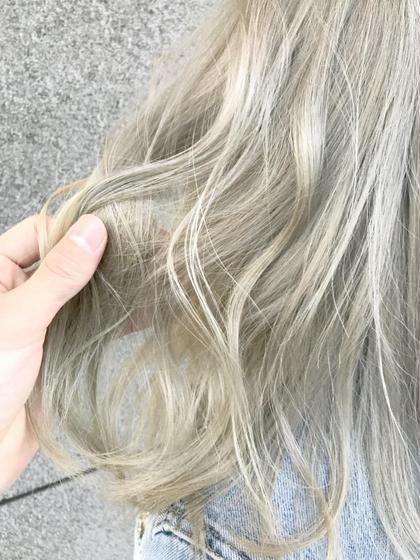 カラー セミロング ハイトーンホワイトヘア