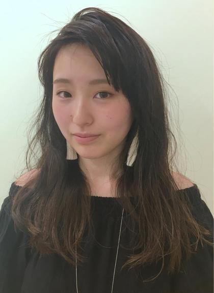 重めロングをコテでゆるく巻いたラフヘアです☆ 毛先にさり気なくブリーチメッシュを入れ、全体に暗めのカラーをグラデーションでのせました^ ^ morio from london 大宮2号店所属・細矢茉里子のスタイル