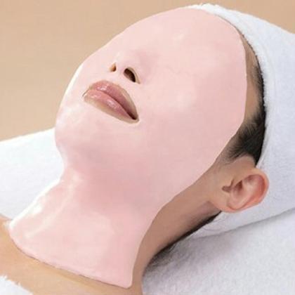 パックが固まるとともにお顔が中心へググッと引き寄せられる感覚!!お顔のたるみが改善され、フェイスラインもすっきりです!! たるみが気になる方には特に効果がありますので、ぜひお試しを!! フェイシャルさろんmahalo所属・下地麻奈美のフォト