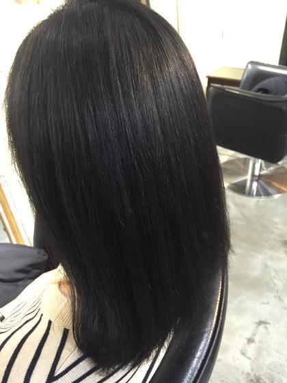 ブリーチで傷んだ髪を綺麗に✨ 夏のカラー、紫外線などのダメージで傷んでしまった髪の毛に暗めの色とトリートメントをすることで綺麗にまとまりのあるツヤ感のあるカラーに仕上げました^ ^  NOLUE所属・佐々木貴啓のスタイル