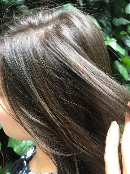 オーシャンブルー。 色落ちしても綺麗なカラーです! とてもオススメ! MichioNozawaHAIRSALONGinza所属・モリケイタのスタイル