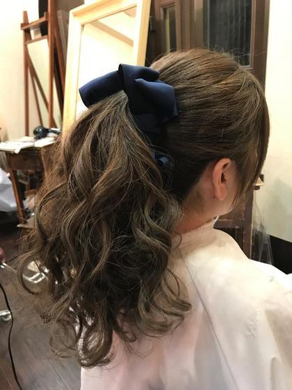 カラー セミロング ヘアアレンジ ミディアム ロング ブルーアッシュ 巻き髪ポニーテール