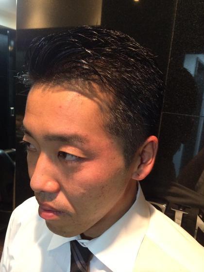 はさみで刈り上げをして自然な清潔感のある髪型にしました。 お仕事でも差し支えのないようなツーブロックです。 ヒロ銀座ヘアーサロン並木通り店所属・HONDAsachikoのスタイル