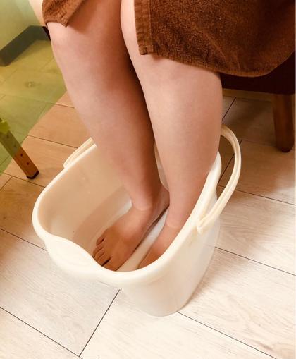 全てのボディメニュー、足湯マッサージをして冷えた身体を温めてから施術させてもらいます! プライベートビューティーサロン蘭所属・松木のフォト
