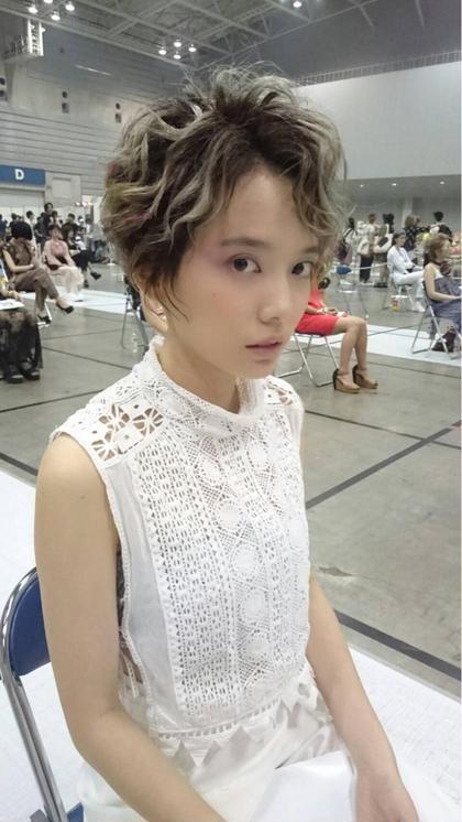 コンテストのモデルさん♡ メイクも担当しております♡ バイオレット〜ピンク〜レッドのグラデーションメイク♡ ZA/ZA所属・maikasuzukiのスタイル