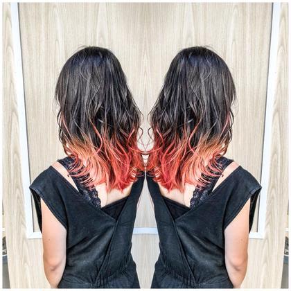 ロング×赤メッシュグラ 小川拓也のセミロングのヘアスタイル