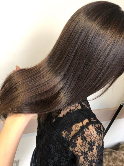 ハイライトたっぷりな髪にブラウン多めアッシュ。
