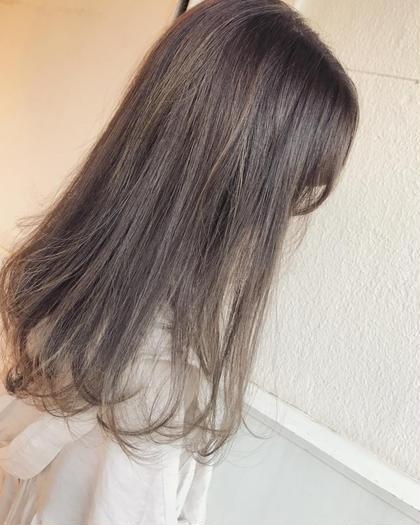 細めのハイライトとオークルの外国人風カラー。 Musiiikhairのセミロングのヘアスタイル