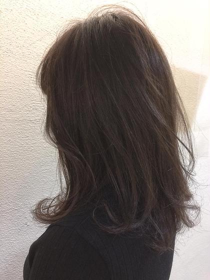 ミディアム ふんわりミディアムスタイル☆ レイヤーを少し入れて、柔らかく仕上げました。毛先はアイロンで軽く巻いてます。