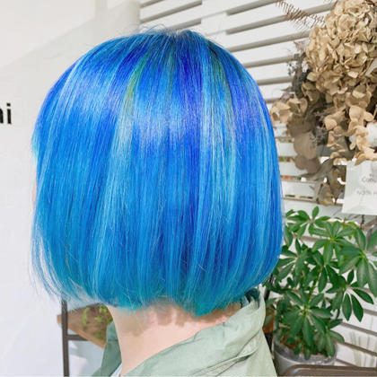 ブリーチ履歴ありの髪に、カラーバターで2種類のベースとインナーで2種類の青*  ※カラーバターさらる場合は+1100円頂いております💦