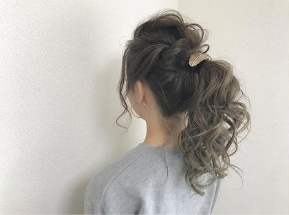 カラー ヘアアレンジ ロング ✔️バレイヤージュ×アディクシーグレージュ  カラー+トリートメント¥3000 or¥3500のクーポンに+¥6000でできます!  ✅バレイヤージュとは、ほうきで掃くとういう意味のフランス語です。 髪の表面に、掃き後をつけるような、ナチュラルなハイライトをハケで入れていく手法です。 伸びかけの生え際の色も、グラデーション効果で目立たちにくく、ハイライトが髪全体に部分的に入ることによって、顔色を良く見せる効果もあります。  ✅アディクシーカラー グレージュ系ブルージュ系シルバー系をメインとしたカラー剤になり、プロセンスカラーと比べ彩度が濃いため一回のカラーでしっかりとブルージュ、グレージュ系の色をだせれるカラー剤となっております。