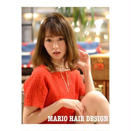カラー ミディアム medium style × natural beige ✨    表面に少し、レイヤーを入れることで、   毛先を外ハネに、 表面は内巻きにするだけの 簡単で、でも可愛いスタイルです💕    誰でも出来る巻きなので、 来て頂けたら教えます!!!    ベージュカラーとの相性も◎