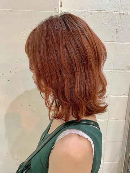 🍊ブラッドオレンジカラー🍊  根元をあえて暗めに残しておく事で奇抜さは軽減されて オシャレなオレンジヘアーになります!   #オレンジカラー#ウルフカット#ウルフヘアー#レイヤー#ブリーチカラー