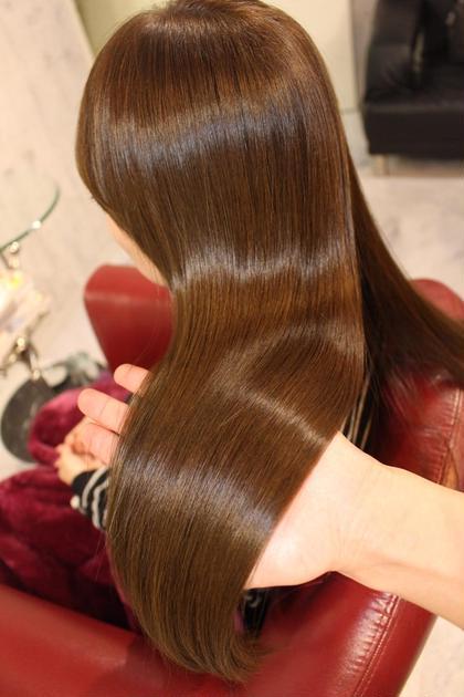 美髪カラートリートメント♡  ナチュラルカラーでも透明感満載なのはM3Dピコカラートリートメントだからです♪♪♪ 髪を修復&改善しながらカラーできるので、ミネラルを髪の芯まで注入することで潤いたっぷりな美髪にヽ(∀)ノ EDEN-Treatment Salon-所属・横山智美のスタイル
