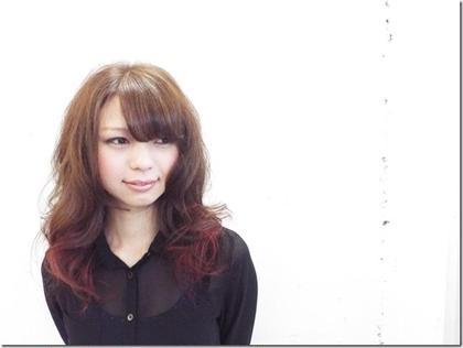 遊び心満点!赤のハイライト×グラミックスのカラー! angle hair make所属・辻川一真のスタイル