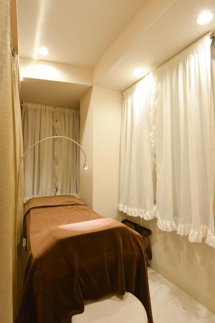 低反発のベッドでふかふか♪ 個室なのでゆったりお過ごしいただけます♪ MIRA EYELISTA表参道本店所属・ミラアイリスタのフォト
