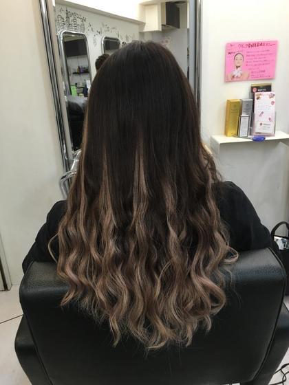 シールエクステでグラデーション Beee  hair salon所属・山森伴利代表のスタイル