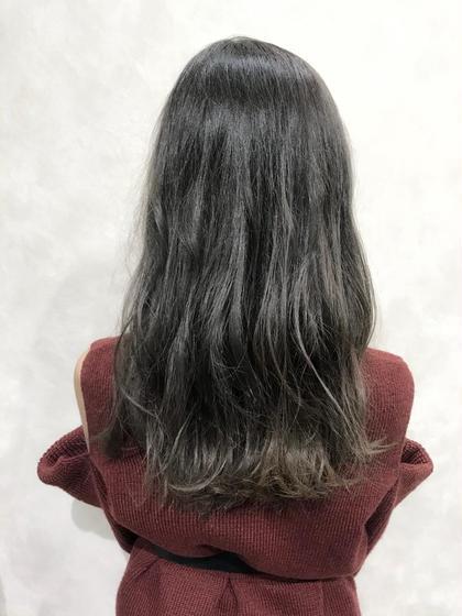 バレイヤージュカラー☆  色味は人気のグレージュで透明感のある柔らかい髪色に♪  色落ちも楽しめます!   インスタグラムで、その他スタイル更新してます。 気に入ったスタイルは保存しておいてもらうと カウンセリングがスムーズです☆  instagram→@hayatoniwa