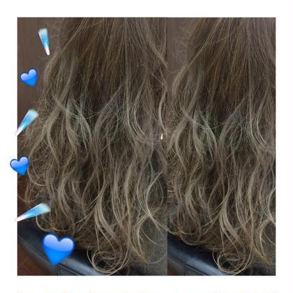 blue grayge❤︎  毛先はブリーチしてます☺︎ グラデーション+highlight+lowlightでつくるcolorは格別‼︎ kiki hairworks所属・村上紗英のスタイル