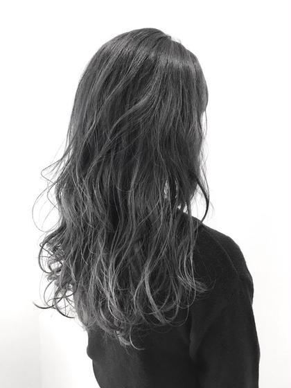 ブリーチ一回以上orハイライト、グラデーションで出来るプラチナアッシュ 完璧な透け感が出せるカラーは大人気です  人と差をつけたい方は是非♂️ THREE所属・井坂弘人のスタイル