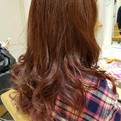 ☆イルミナカラー ベリーピンク☆ 秋冬カラーの中でも一番人気のベリーピンクです! 夏のダメージで退色した髪の毛にも 艶と色味が抜群です! 【Ash】相模大野店所属・口コミNo.1内山健治のスタイル