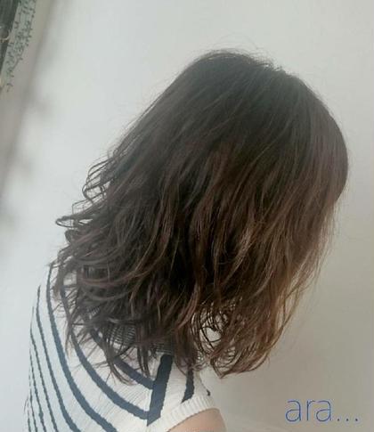 夏は軽い動きの『マリンパーマスタイル🍹』とってもオススメです💓 ara HAIR所属・服部幸恵のスタイル