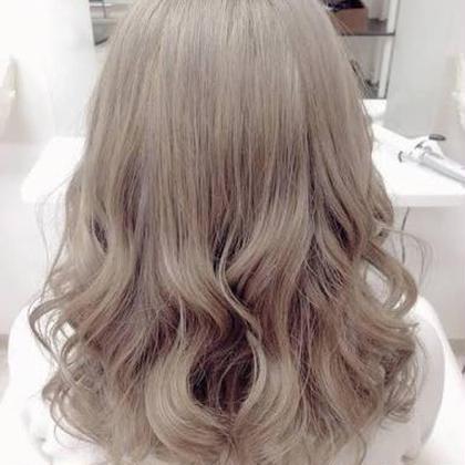 アッシュベージュで仕上げました( ´・ω・`) ブリーチ最高(՞ټ՞☝ Ursus hair Design 広島本通店所属・藤本淳一のスタイル