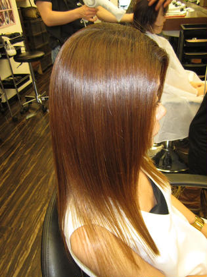 ❤️お手入れ簡単❤️ 傷むどころか髪質改善‼️髪質改善カラー‼️ 「私の髪質はもう無理、、、」 なんて思っているあなた‼️ あなたの髪質も超髪質改善❤️❤️ ヘアメイクジェルム所属・花岡宏美のスタイル