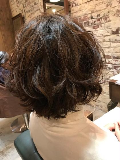 髪質が柔らかく、パーマがかかりにくい【軟毛】の髪質。 ナノミストパーマなら、しっかりシットリパーマをかけられます! EARTH花小金井店所属・美容師歴10年☆沖田勇樹のスタイル