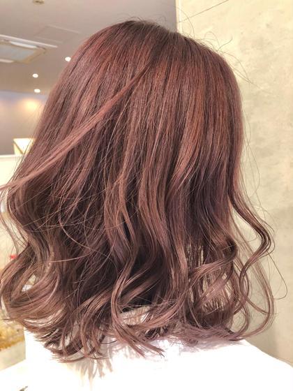 ピンク×ベージュ 岡坂美有のミディアムのヘアスタイル