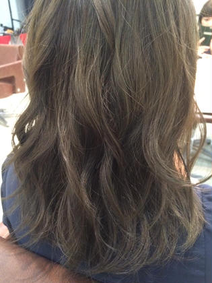 グレージュ!ブリーチ無しで出来ます(๑òωó๑) hairdesignBEER渡辺通店所属・濱田凌のスタイル