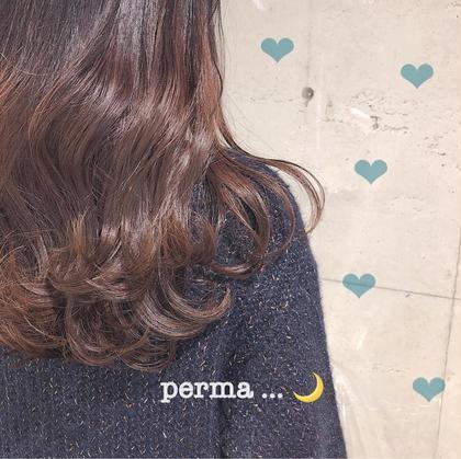 ふんわり毛先のニュアンスパーマ 。。。🎗🌼 ♡  セットの仕方さえ覚えてしまえば、 朝のスタイリングがとっても楽に可愛くできます🕊 女の子らしさに手を抜きたくない 子には ぜったい おすすめ ふんわりカールです🥨♡  ※ ブリーチをしている髪の毛へのパーマ施術は、ダメージの原因となります為行っておりません😣 . 💗ガーリースタイル🍑江田有里香💗の