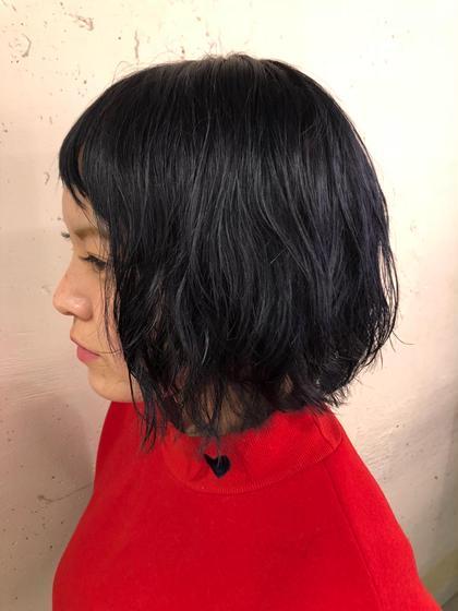 ブリーチ毛にブルーブラックを注入!! 光のあたり方で青く見えたり黒くみえたりします!  良ければご予約お待ちしております!! pizzicato所属・山本里菜のスタイル