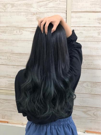 ベースにブリーチが入ってたのでそれを生かして ダークグリーングラデーションに^ ^ HairSalonANELA所属・Hair SalonANELA【新宿】のスタイル
