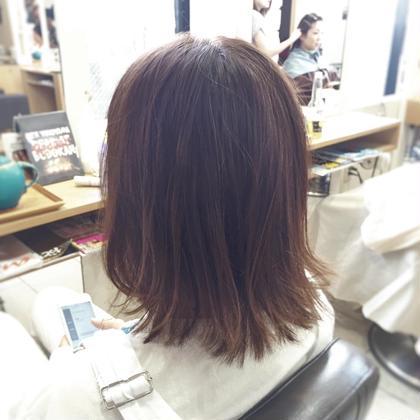 透明感のあるアッシュ系カラー✂︎ 外ハネさせて更に空気感をアップ✂︎ 軽さ×ツヤのバランスがGOODです✂︎ Hair Resort THE AMAN GIRL所属・オグラタカヒロのスタイル