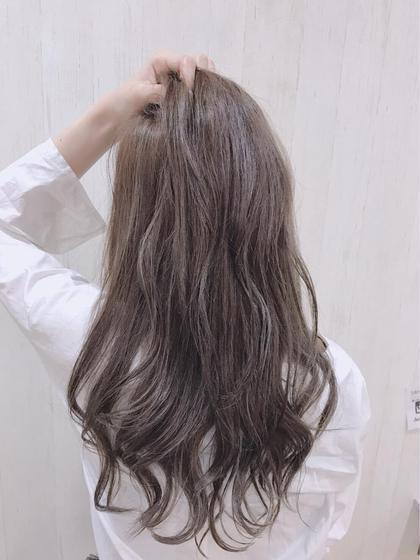 フォギーベージュ💕  秋色カラーです🍃  赤み、オレンジ味を消して、透け感のあるカラーです💕 中本ひかるのロングのヘアスタイル