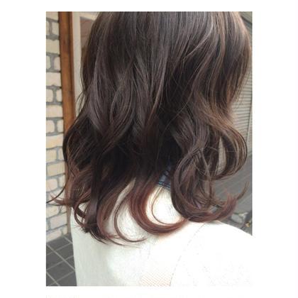 透け感のあるイノセントカラー☻毛先にポイントで少し赤を入れました♡巻くと動きが出て可愛いです! MARCIE所属・石崎美優のスタイル