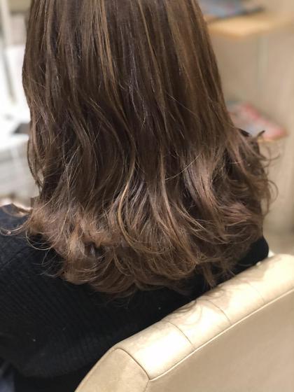 カラー ◇◆◇◆ハイライトカラー◇◆◇◆  巻き髪にぴったりのお色です◎! 動きが出てとってもかわいいです(^^)
