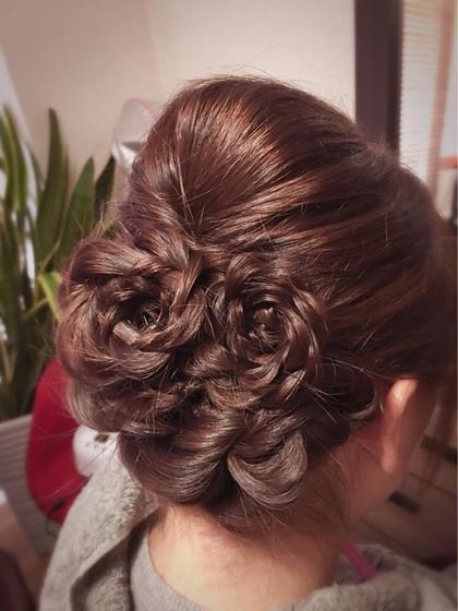 ヘアアクセの代わりに髪でお花の飾り☺︎ RUTSU所属・プライベートサロンRUCYのフォト