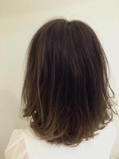 毛先ワンブリーチからのグラデーションカラー☆ 普段は馴染んだ髪色ですが毛先ワンカールさせるとグラデーションがより引き立ちます♪♪ ロングもいいですがショートのグラデーションもカワイイ!! LUNTY OSAKA【ランティオオサカ】所属・倉由宇太のスタイル