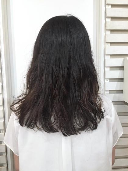 暗透カラー🌟 岡崎美由貴のロングのヘアスタイル