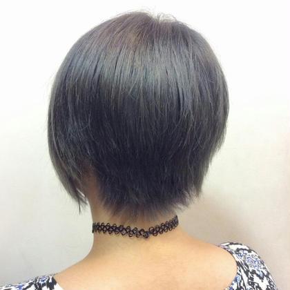 ハイトーンアッシュカラー  ブリーチを2回して、明るくした状態で青みのあるアッシュをON♥♥ hair&make bis所属・野中小友美のスタイル